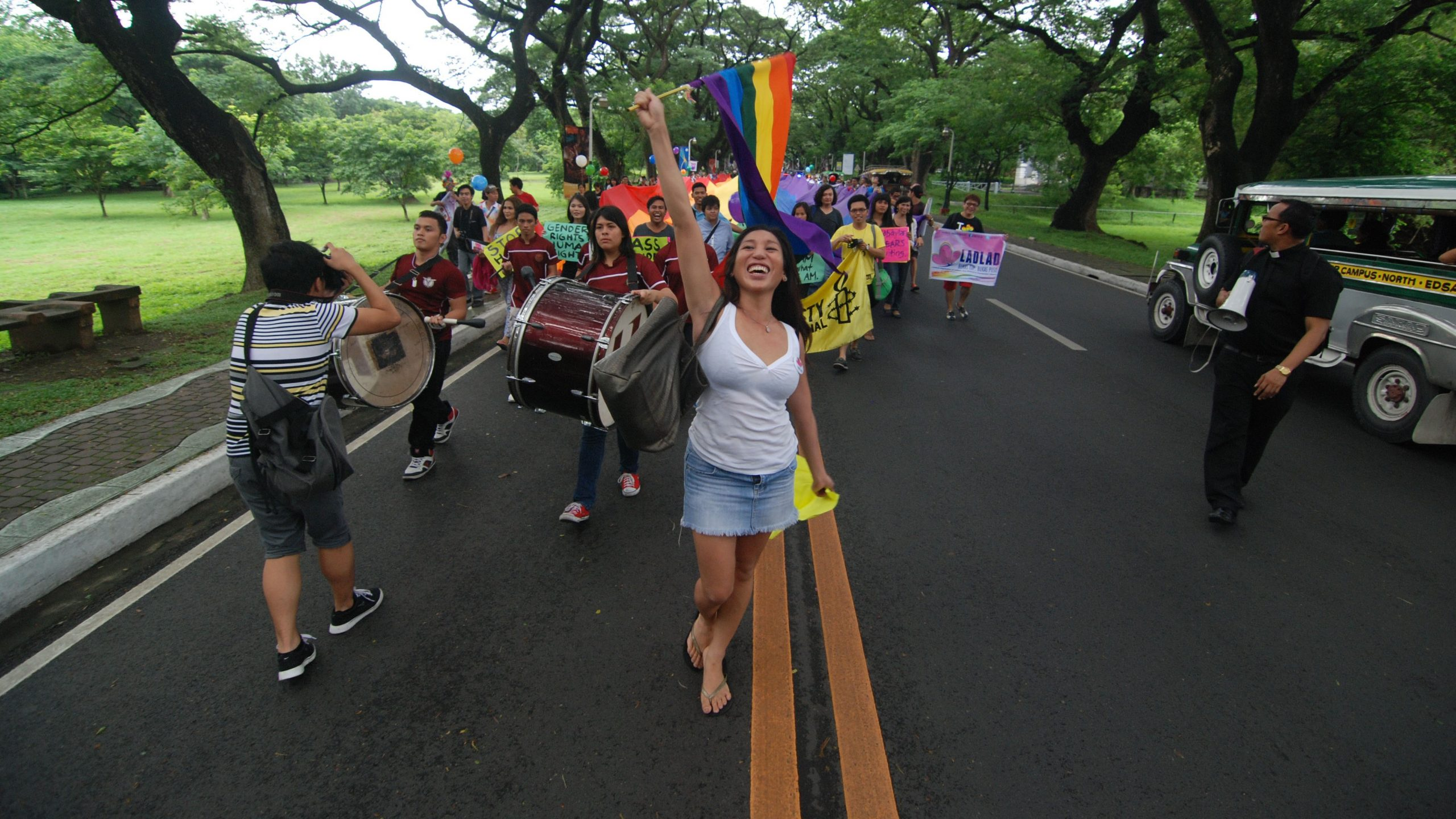 This is a film still from OUT RUN (d. S. Leo Chiang & Johnny Symons, 2016) screening at QE: Docs4Pride (JULY 2020).